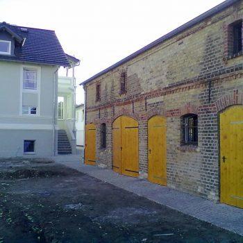 Lasur von Schuppentür durch Malereifachbetrieb-Malchow