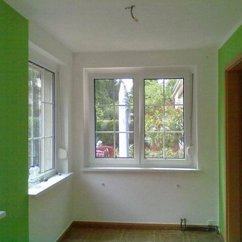 Nachher: Raum in Weiß mit grünen Akzente